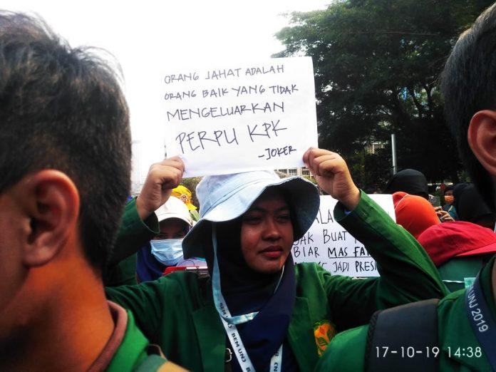 Photo of Demo Desak Presiden Terbitkan Perppu KPK