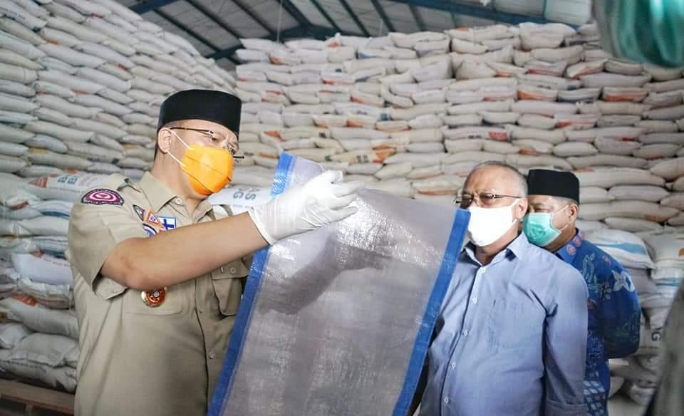 Photo of Gubernur Bengkulu Sidak Gudang Bulog, 200 Ton Beras Siap Didistribusikan