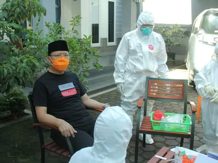 Photo of Rapid Test Negatif, Gubernur Rohidin Masih Lakukan Protokol Pencegahan Covid-19