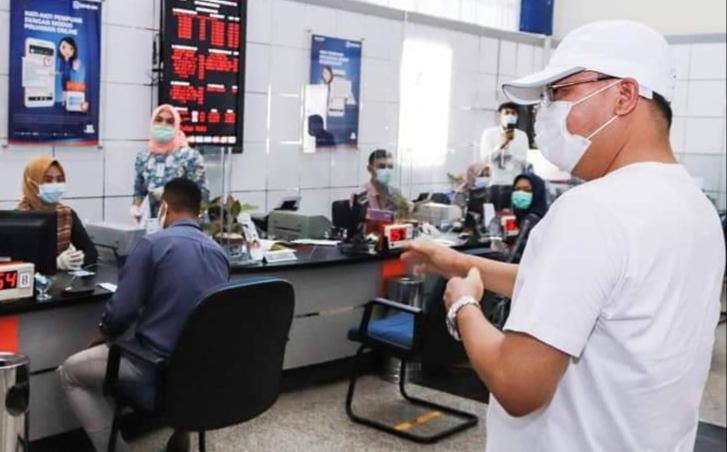 Photo of Gubernur Rohidin : Layanan Perbankan Aman Covid, Masyarakat Tidak Perlu Ragu