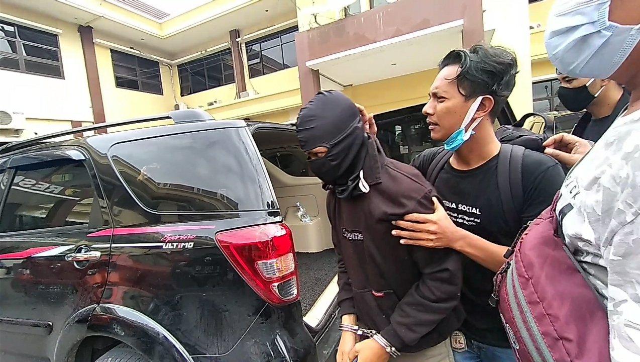 Photo of Pelaku Pembunuhan Siswi SMP Dibekuk Tim Anaconda di Bandung
