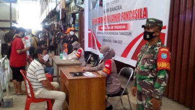 Photo of TNI AD Kawal Vaksinasi Lansia di Palangka Raya