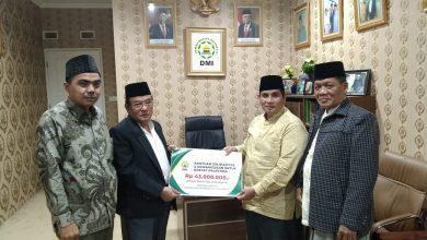 Photo of Ketua DMI Kota Bekasi Kh. Jaja Serahkan Bantuan Tahap 1 KePalestina