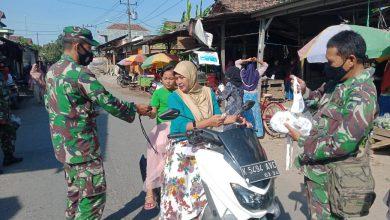 Photo of Bantu Penanggulangan Covid-19 Koramil 06/Welahan Bagikan Seribu Masker.