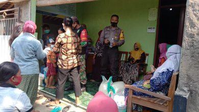 Photo of Sampaikan Himbuan Prokes Dan Bagikan Masker Kepada Penerima Bantuan