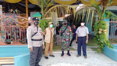 Photo of Babinsa Koramil Pahandut Pantau Prokes Acara Resepsi Pernikahan