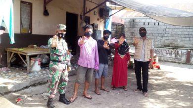 Photo of Melalui Komsos Babinsa Serma Yulianto Himbau Tetap Terapkan Prokes