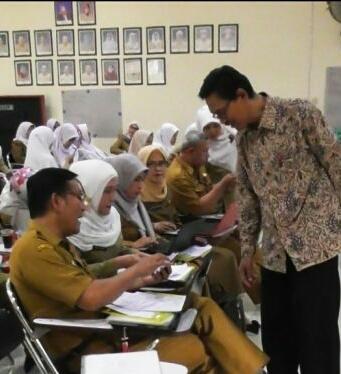 Photo of Tingkatkan Profesionalitas Guru, PNJ Gelar Pelatihan Menulis Karya Ilmiah