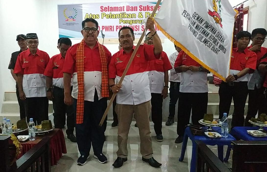 Photo of Pengurus PWRI Sulawesi Barat Resmi Dilantik