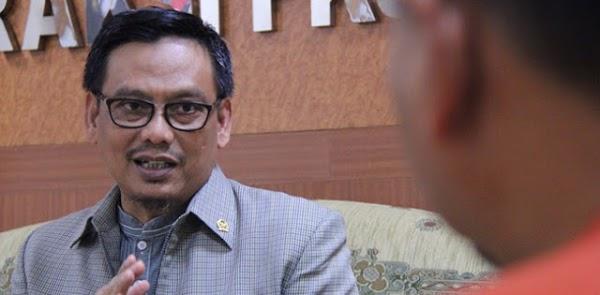 Photo of Pasal Aneh Dalam RUU Omnibus Law Cipta Kerja, Guru Dan Dosen Asing Diberi Karpet Merah