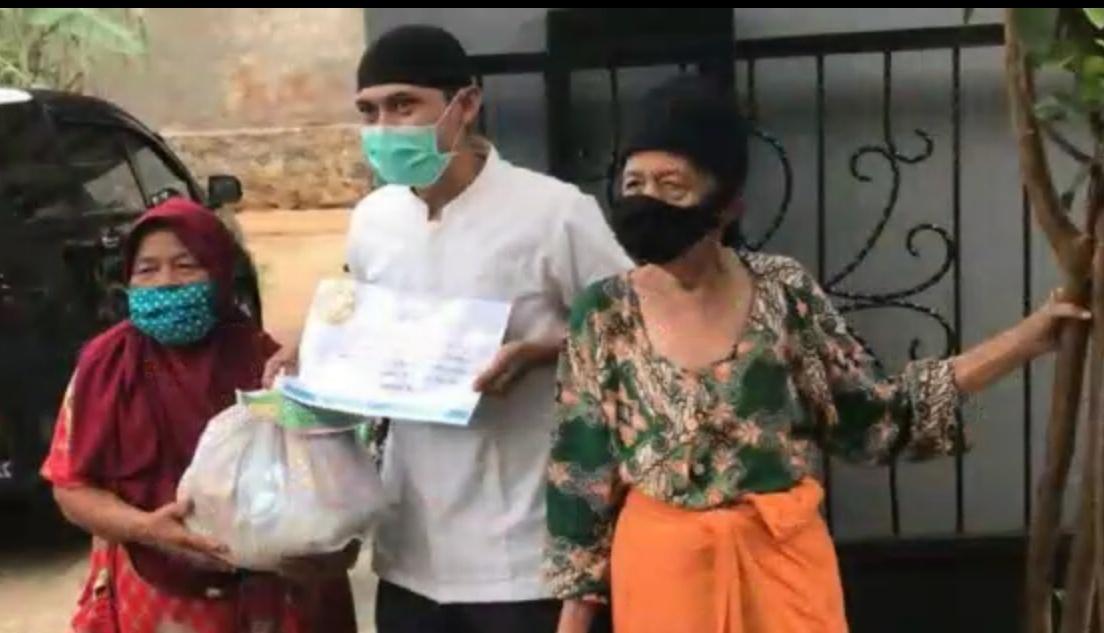 Photo of Kiprah Dosen Universitas Pamulang Dalam Pengabdian Masyarakat Pada Warga Babakan Setu Yang Terkena Dampak Covid-19
